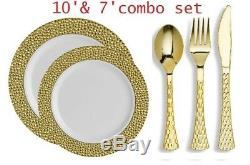 Assiette En Plastique Jetable De Jante D'or De Tête Martelée Réglée Avec Des Couverts Métalliques D'or