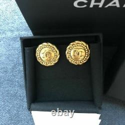 Authentique Signé Chanel Gold CC Round Clip On Signature Checkered Earrings Rare