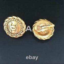 Authentique Signé Chanel Or CC Clip Rond Sur Signature Boucles D'oreilles À Carreaux Rare